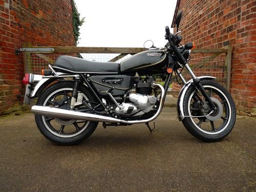 Triumph T140 Bonneville Royal